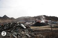 廃棄物の掘り起こし作業が続いている