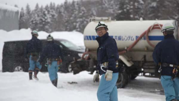 厳しい寒さの中で続く冬の作業