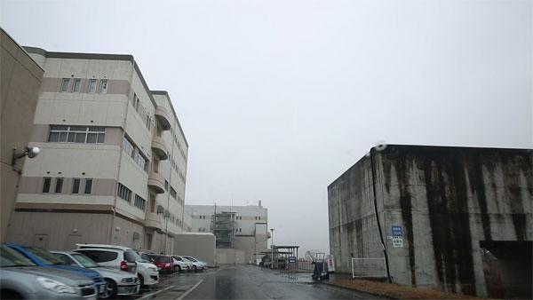 南蒲生浄化センター 右の建物上部近くまで津波が来ました
