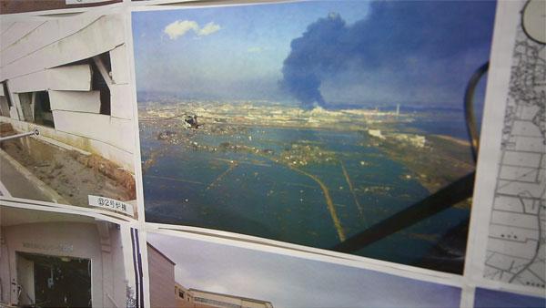 震災の翌日に所員はヘリで救出 その時の写真が貼ってありました