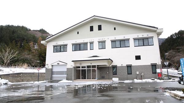 地震で無数のクラックができた釜石・大槌汚泥再生処理センター