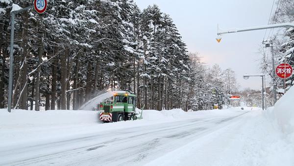 冬は道路も見えなくなる大雪